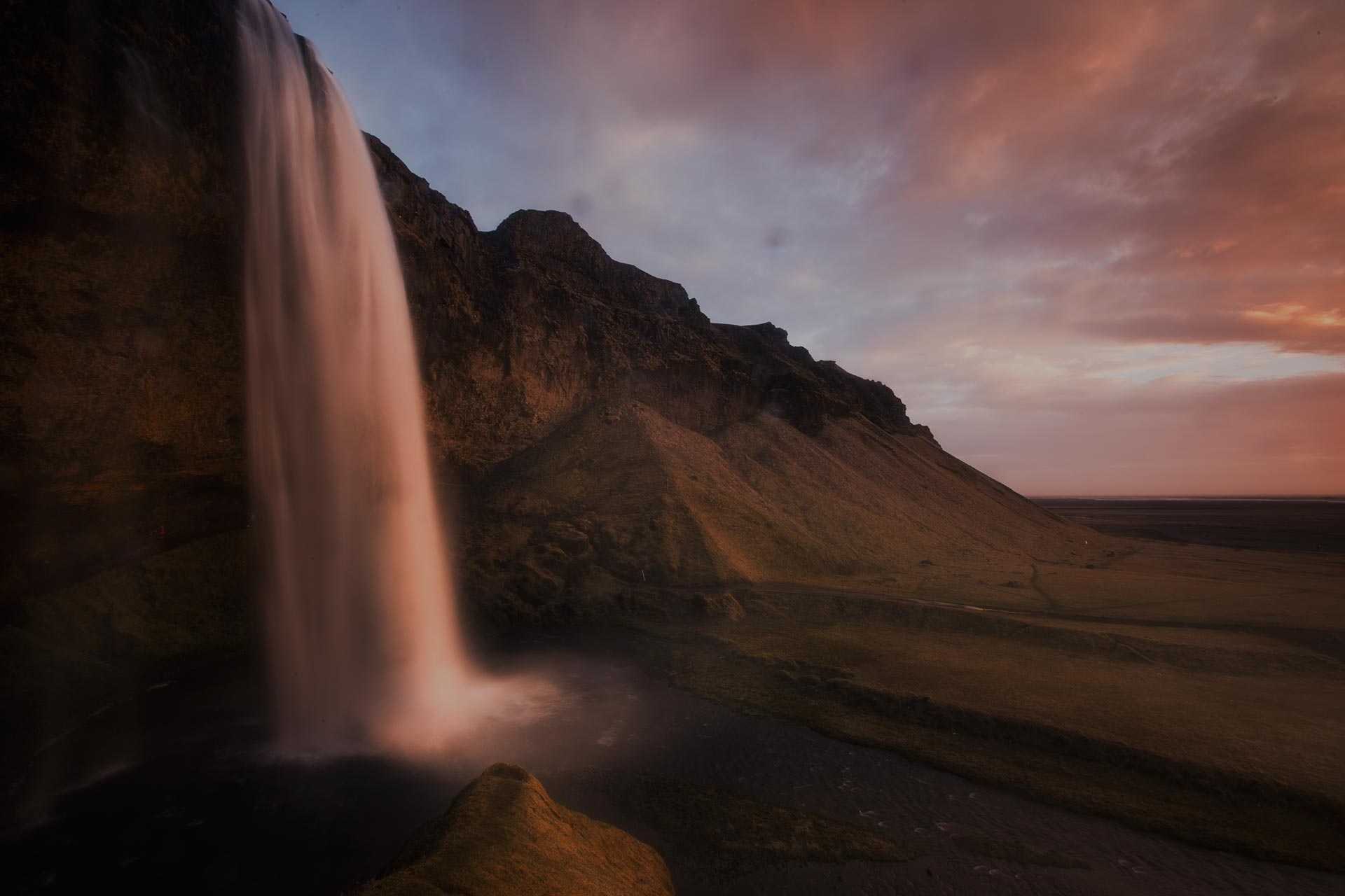 Mr Iceland - ride to the waterfalls